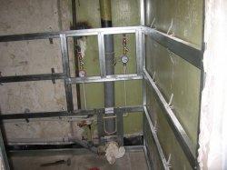 Фото приміщення, підготовленого для обробки ПВХ панелями